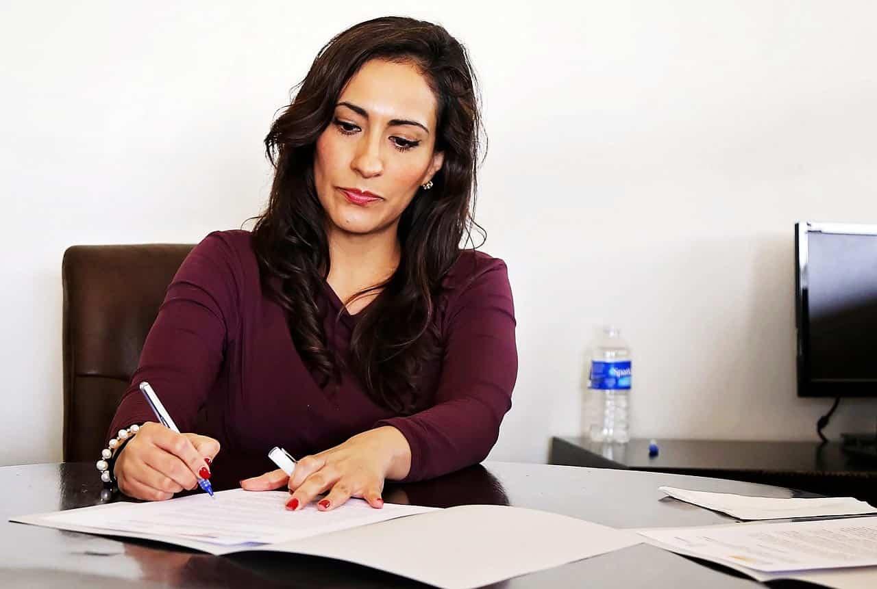 Fernstudium Pflegemanagement Karrierechancen Gehaltsmöglichkeiten Frau Führung