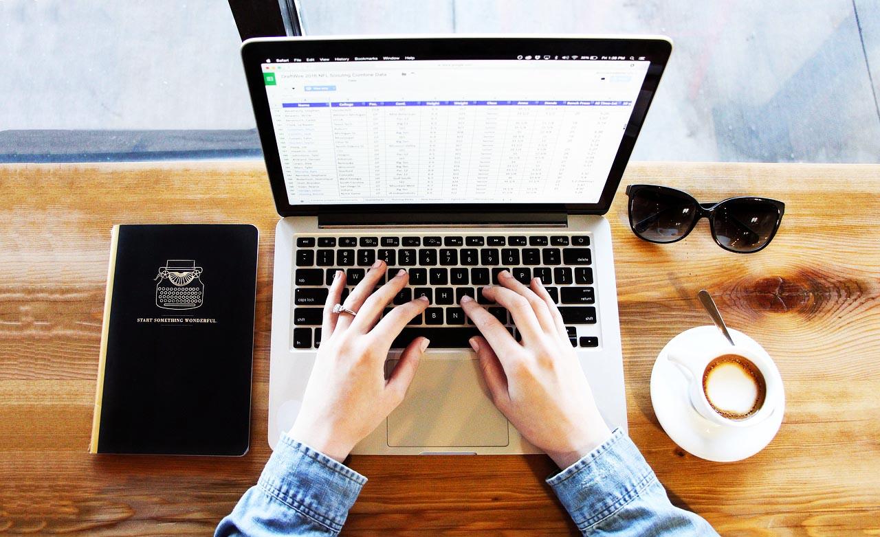 Fernstudium Wirtschaftsinformatik Voraussetzungen Laptop PC Anwendungskenntnisse