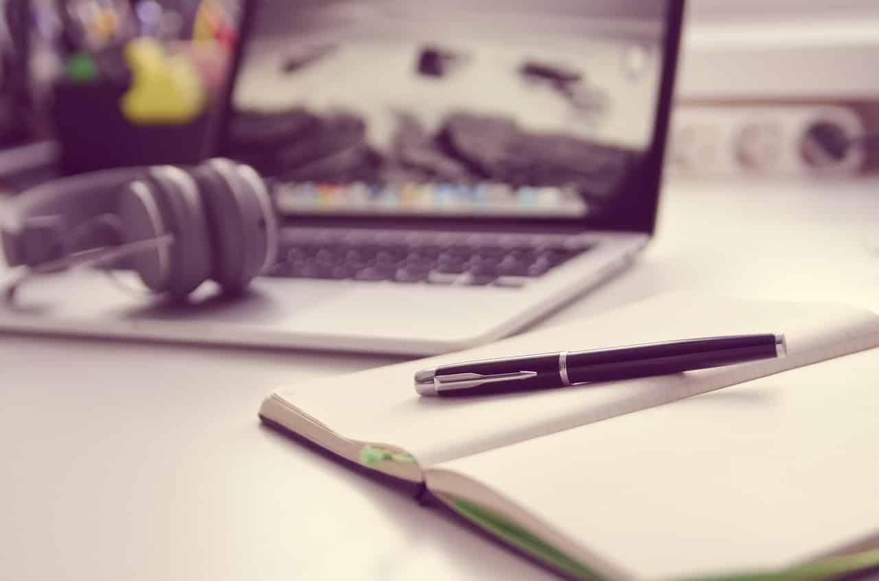 Laptop zuhause fernstudieren