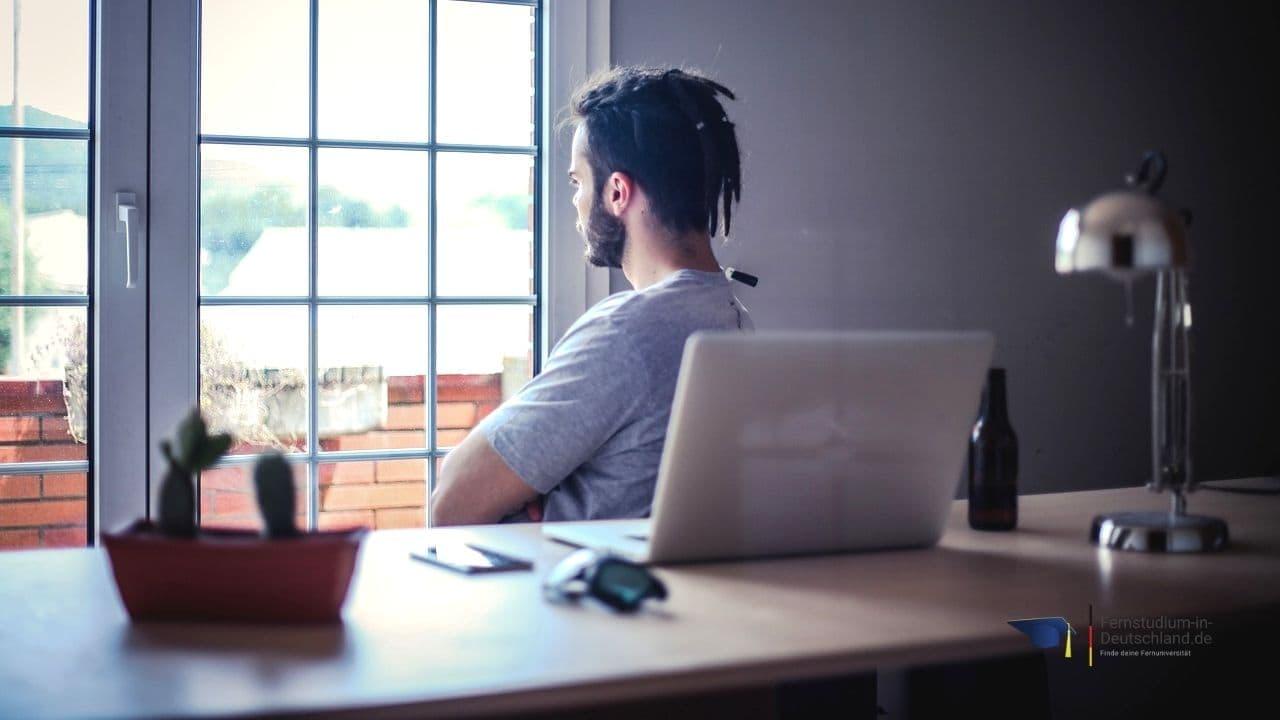 Fernstudium Online Marketing 21 Bachelor & Master im Vergleich